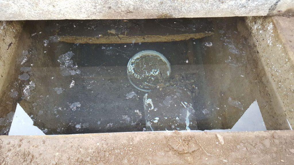 カロート(納骨室)内に溜まった水